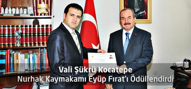 Vali Şükrü Kocatepe Nurhak Kaymakamı Eyüp Fırat'ı Ödüllendirdi