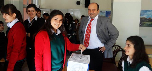 Anadolu Öğretmen Lisesi okul öğrenci meclisi başkanını seçti