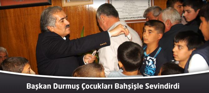 Başkan Durmuş Çocukları Bahşişle Sevindirdi