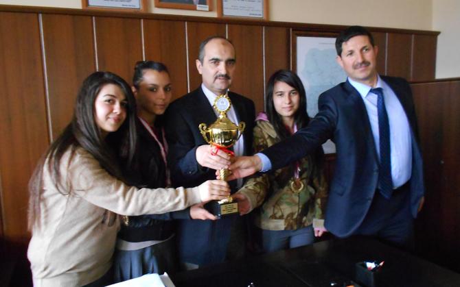 Tekwando'da Kupalar Mükrime Hatun Kız Teknik Ve Meslek Lisesi'nin