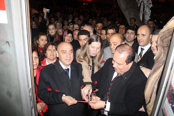 MHP'nin Seçim Bürosu Açılışında İzdiham Oldu