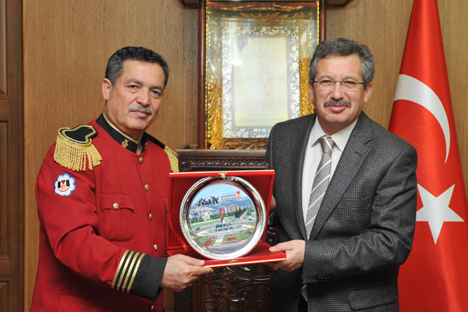 Kahramanmaraş Belediye Bandosu'ndan Başkan Poyraz'a Plaket