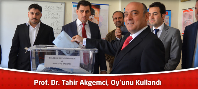 Prof. Dr. Tahir Akgemci, Oy'unu Kullandı