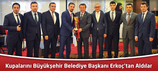 Avukatlar, Kupalarını Büyükşehir Belediye Başkanı Erkoç'tan Aldılar