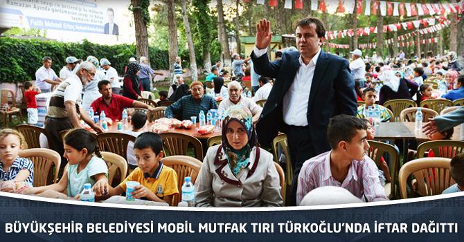 Kahramanmaraş Büyükşehir Belediyesi Mobil Mutfak Tırı Türkoğlu'nda İftar Dağıttı