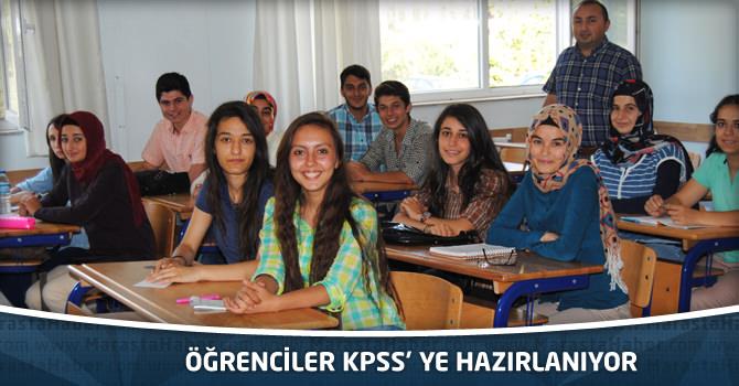 Öğrenciler KPSS' Ye Hazırlanıyor
