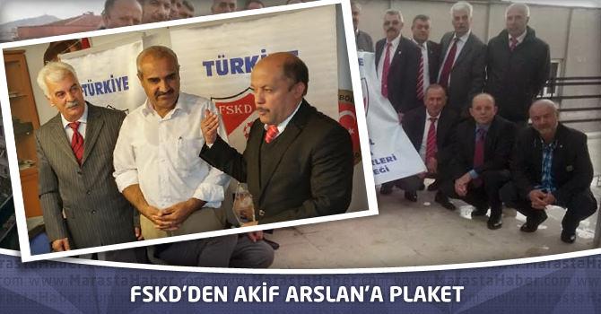 FSKD'den Akif Arslan'a Plaket