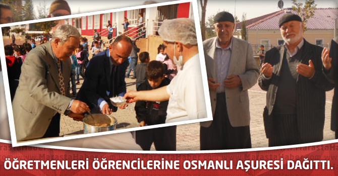 Öğretmenleri öğrencilerine Osmanlı aşuresi dağıttı.
