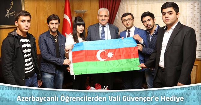Azerbaycanlı Öğrencilerden Vali Güvençer'e Azerbaycan Bayrağı Hediyesi