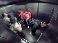 Asansörde korkunç ishal şakası