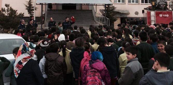 İtfaiye'den Göksun'daki Okullarda Eğitim ve Tatbikat