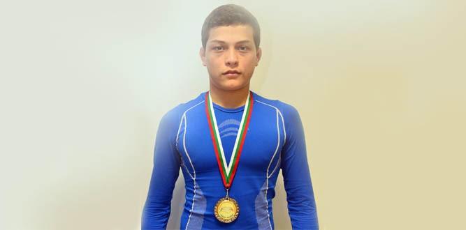 Mehmet Yüce Güreşte Türkiye Şampiyonu oldu.