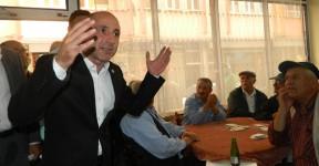Öztunç, Memleketi Elbistan'da Şov Yaptı Esnafla Kucaklaştı