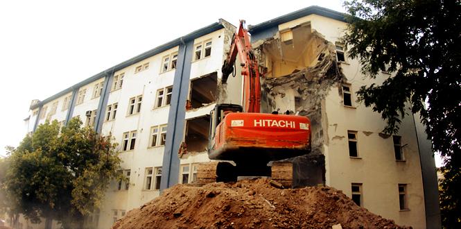 Kahramanmaraş Emniyet Müdürlüğü Binası Yıkılarak, Yeşil Alana Dönüştürülüyor
