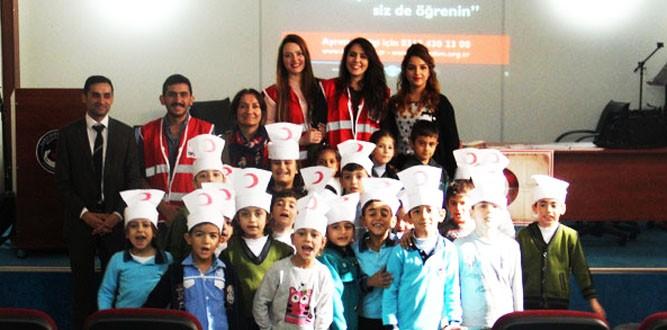 Türk Kızılayı Gençlik Kolları AR-GE Ekibi Melek İpek İlkokulunda