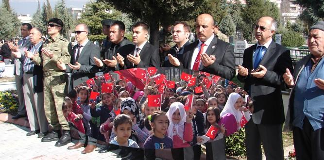 400 Öğrencimizle Şehitlerimizi Ziyarete Gittik