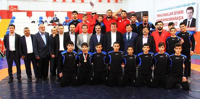 Büyükşehir Belediyesi Serbest Güreş Türkiye Şampiyonu
