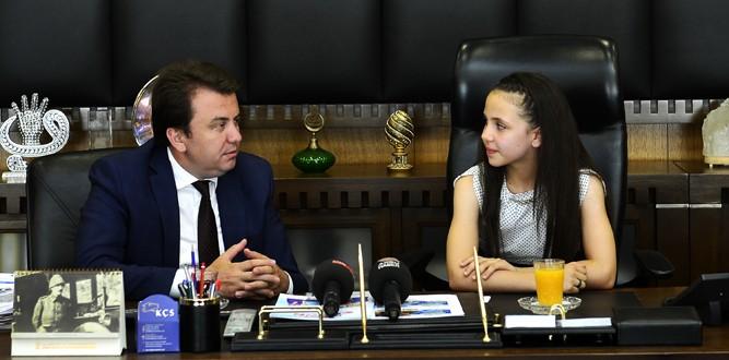 Ecem Esma Ceren Büyükşehir Belediye Başkanı Oldu