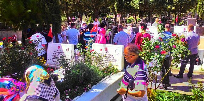 Kurban Bayramı Nedeniyle Mezarlıklar Dolup Taştı