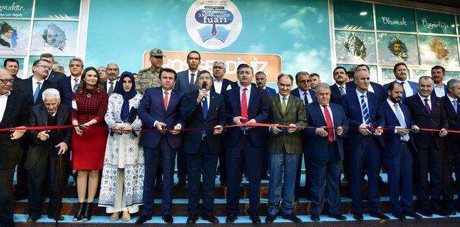 Kahramanmaraş'ta Beklenen Kitap Fuarı Açıldı