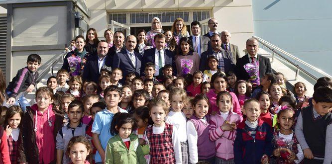 Başkan Erkoç, Şehit Ömer Halisdemir İlkokulu'nu ziyaret etti