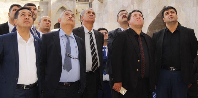 Nereye Bakıyor Bu adamlar?