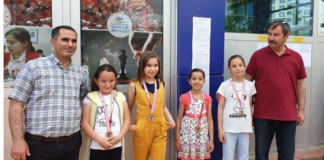 Bahaettin Karakoç İlkokulu'nun Satrançta Başarısı