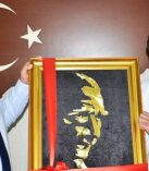 Kaymakam Demir'den Gurbetçilere Atatürk Tablosu
