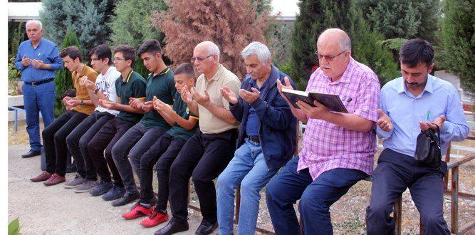 Beyaz Kartal Bahaettin Karakoç Dualarla Anıldı