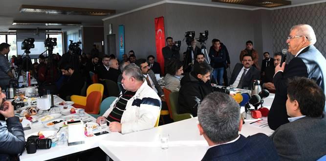 Başkan Mahçiçek, Çalışan Gazetecilerle Bir Arada