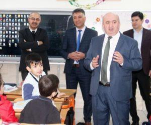 Kahramanmaraş'ta 2. Dönemin ilk zil ziyareti  Cahit Zarifoğlu İlkokuluna yapıldı.