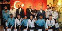 Kahramanmaraş'ta Şampiyon Güreşçiler İl Millî Eğitim Müdürü Yılmaz'ı Ziyaret etti.
