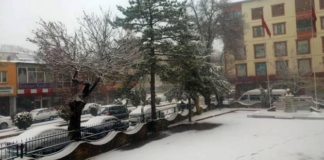 Göksun'da Kar Yağışı Devam Ediyor