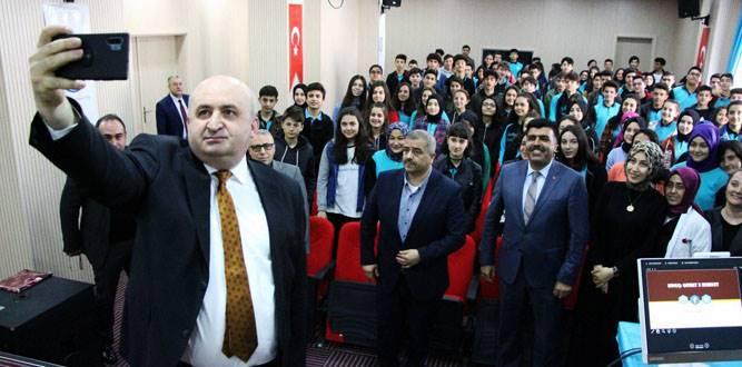 Millî Eğitim Müdürü Yılmaz'dan 'Gençlerle Başbaşa' Semineri