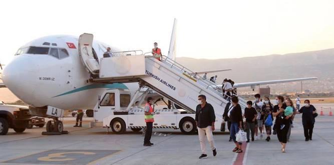 Londra'dan, Kahramanmaraş'a İlk Uçak Geldi