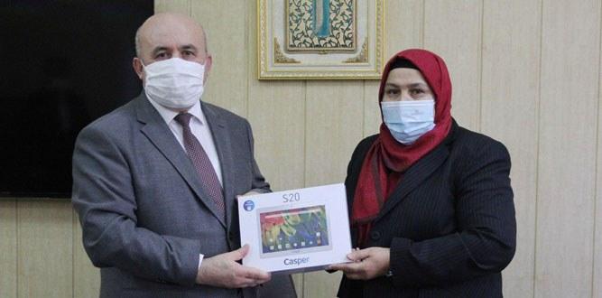 Milletvekili Öçal'dan MEM'e 75 Tablet bağışı