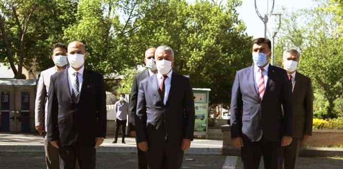Kahramanmaraş'ta 23 Nisan çelenk sunma töreni