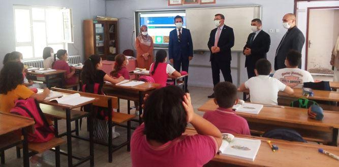 Kaymakam Serkan Keçeli Şevket Bulut Ortaokulunu ziyaret etti.