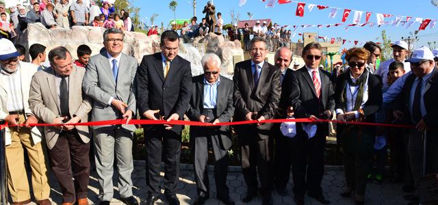Abdurrahim Karakoç Parkı'nın açılışına yoğun bir ilgi vardı.