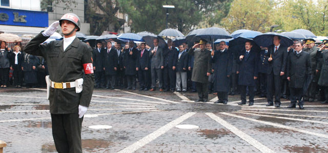 Ölümünün 74. yıl dönümünde Mustafa Kemal Atatürk anıldı