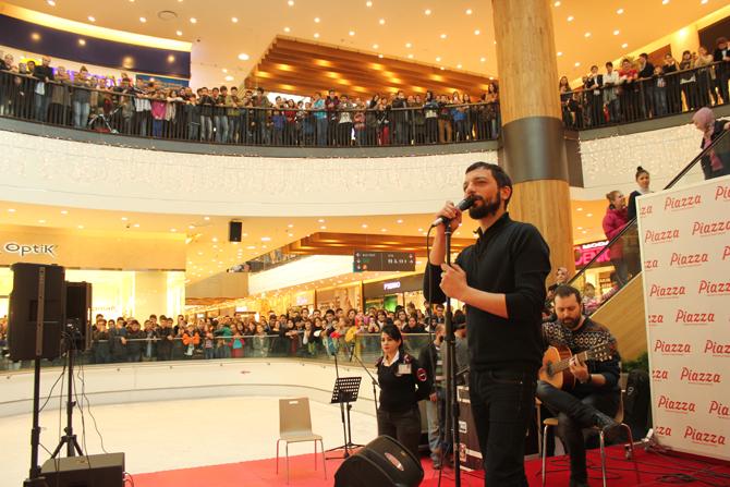 Mehmet Erdem, Kahramanmaraş Konserinde Sevenleriyle Buluştu