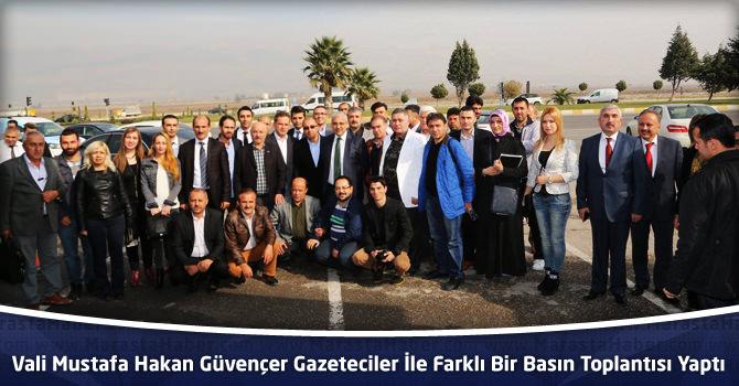 Vali Mustafa Hakan Güvençer Gazeteciler İle Farklı Bir Basın Toplantısı Yaptı