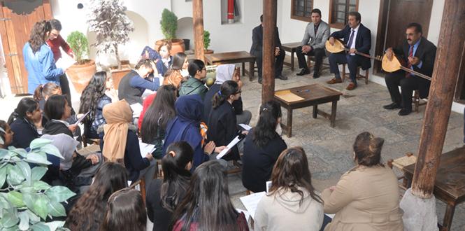 Öğrenciler Kahramanmaraş'ta Şairler Ve Yazarlar Kültür Evini Ziyaret Etti
