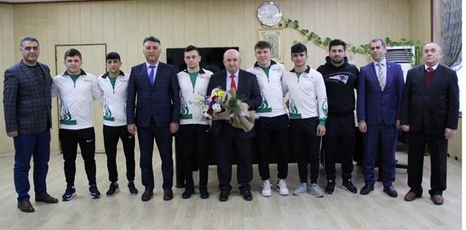 Özel Necip Fazı Anadolu Öğrencileri Türkiye Şampiyonası İçin Vizesini Aldı