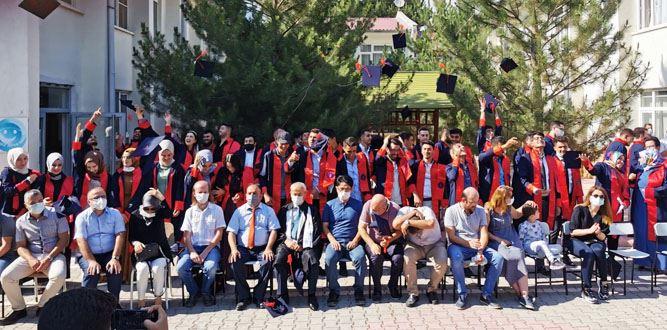 KİÜ Elbistan Meslek Yüksekokulu'nda Mezuniyet Heyecanı