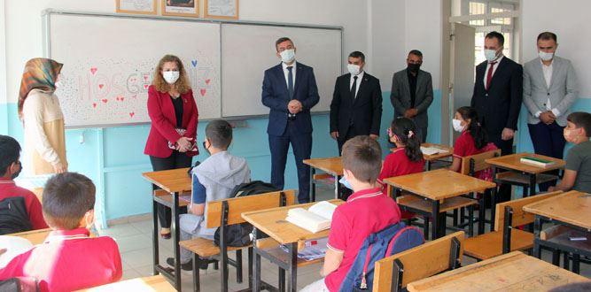 Kaymakam Serkan Keçeli Muhsin Yazıcıoğlu İlk ve Ortaokulunu Ziyaret etti.