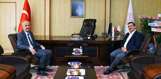 Başkan Okay, Millî Eğitim Müdürü Kahraman'ı Ziyaret etti